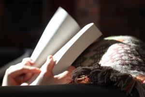 kézben könyv
